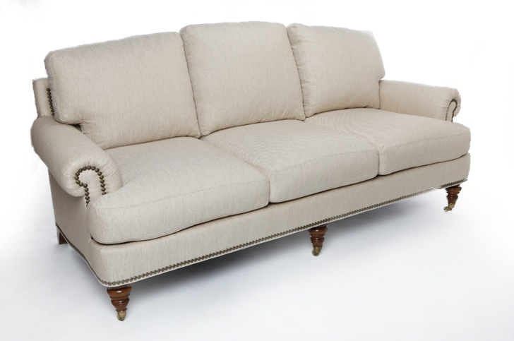 Traditional sofas with skirts for Traditional sofas with legs